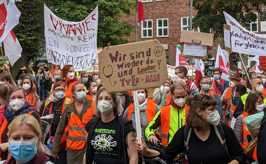 """""""Wir für euch, ihr für uns!"""" – Studentische Solidarität mit der Krankenhausbewegung!"""