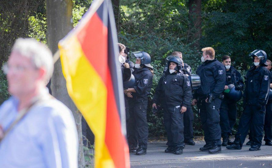 Grüne und Linke fordern mehr Polizeiauflagen gegen Corona-Demos