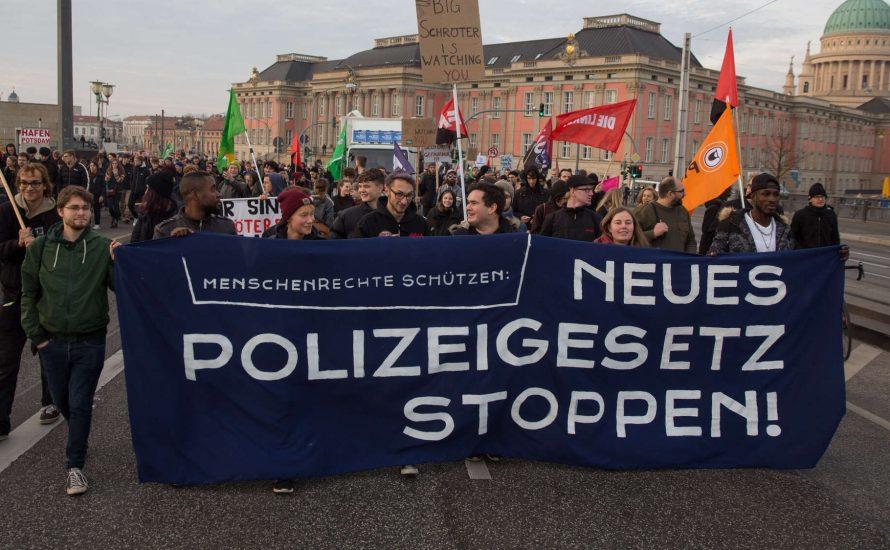 Linke Aktivist*innen fordern Linkspartei auf, neues Brandenburger Polizeigesetz abzulehnen
