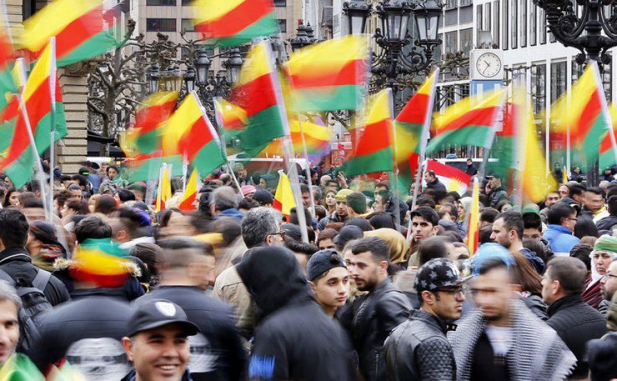 Arash Dosthossein vor seinem YPG-YPJ-Prozess: