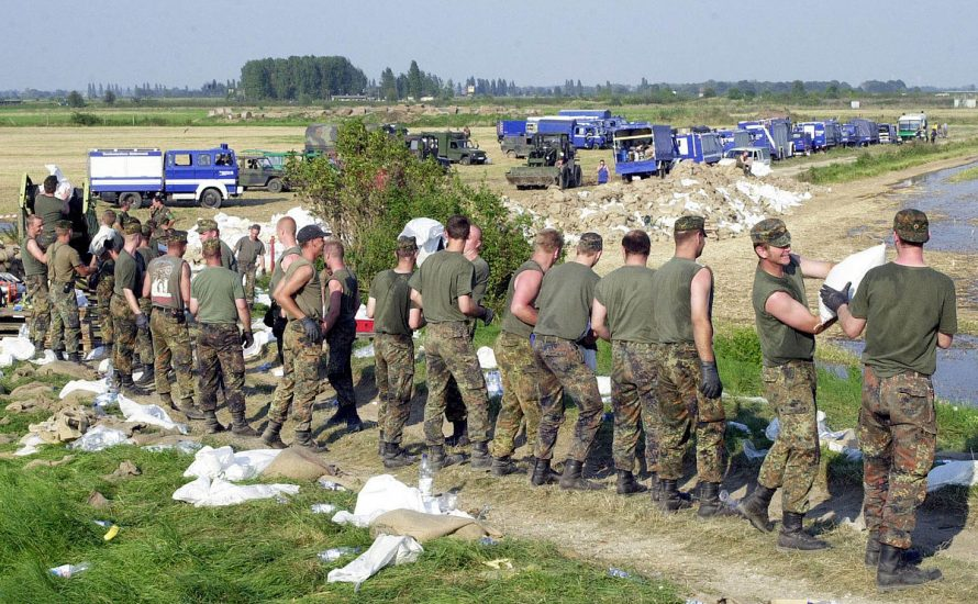 Bundeswehr in zivilen Katastrophenschutz umwandeln!