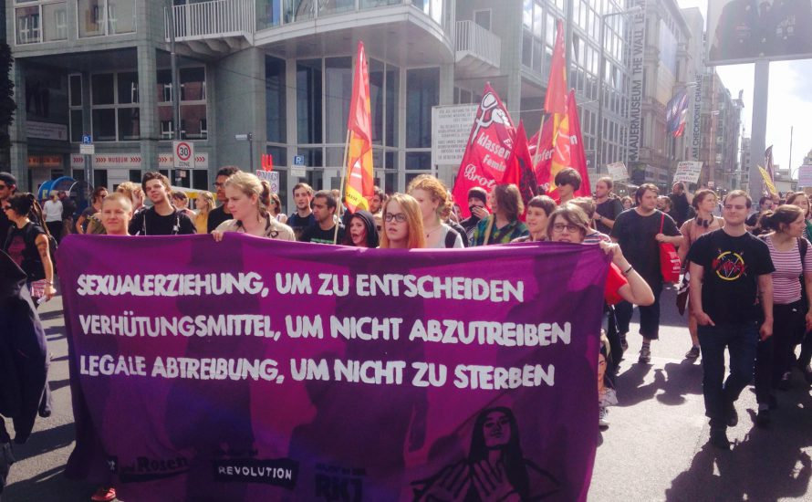Tausende protestieren in Berlin gegen Abtreibungsgegner*innen