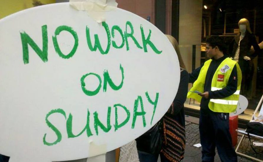 Kundgebung gegen Sonntagsarbeit bei H&M