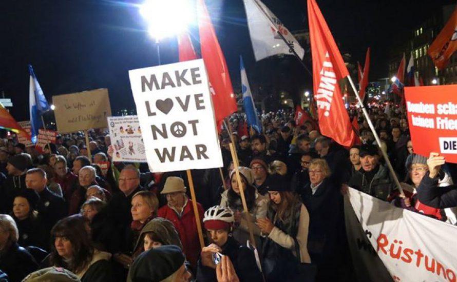 800 Menschen gegen den Krieg in Syrien