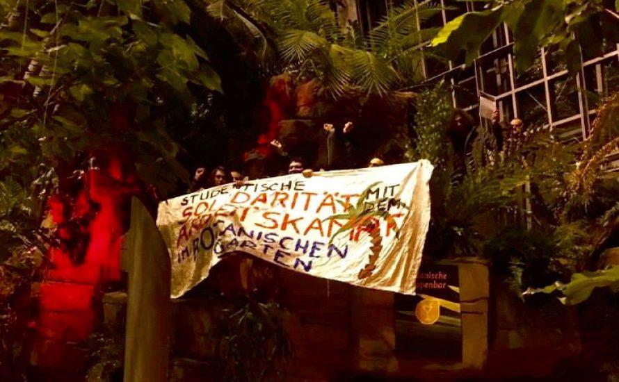 Solidarität unter Palmen gegen Entlassungen im Botanischen Garten