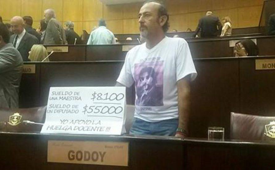 So sieht es aus, wenn ein revolutionärer Abgeordneter im Parlament sitzt