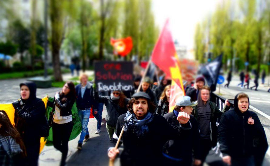 München: 400 Jugendliche streiken gegen Rassismus