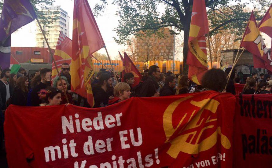 20.000 demonstrieren trotz Provokationen und Verbot