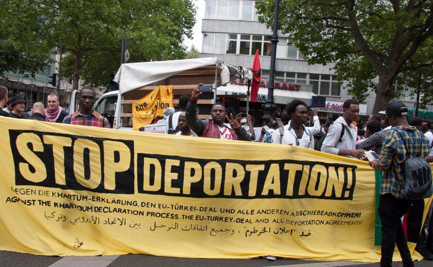 Refugees, Jugendliche und Arbeiter*innen gemeinsam: den Rassismus an der Wurzel ausreißen!