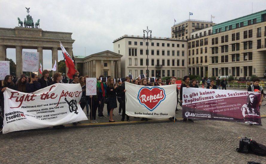 Solidarität mit den Frauen in Irland und Polen!