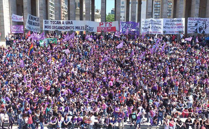 [Drohne] Zehntausende Frauen bei landesweitem Treffen in Argentinien