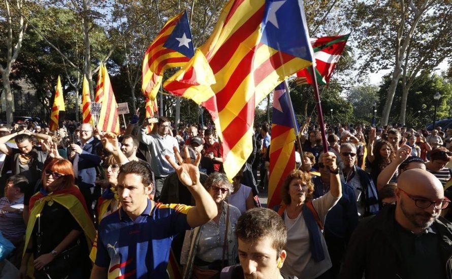 Katalan Cumhuriyeti'ni savun, krala ve rejimin tümüne karşı mücadele et! Geri adım yok!