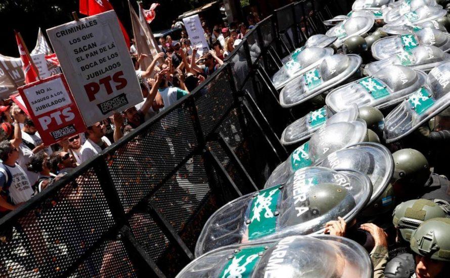 Argentinien: Die Straße stoppt die Kürzungen – Regierung in der Krise [mit Fotos und Videos]