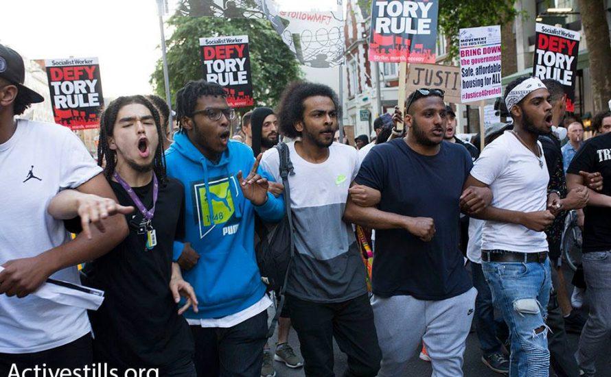 """[Fotogalerie] """"Blut an ihren Händen"""" – Trauer und Wut nach Protesten in London"""