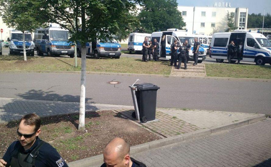 Fünf Stunden Schikane: Berliner Polizei hält G20-Busse auf