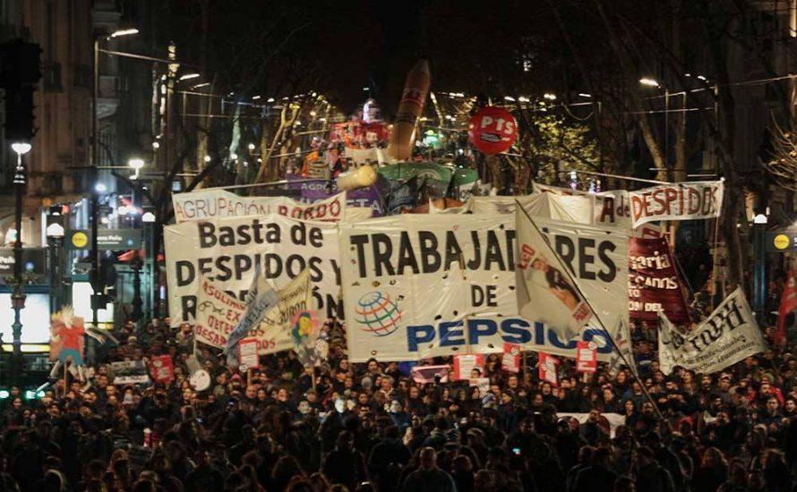 30.000 in Buenos Aires gegen Entlassungen bei PepsiCo [mit Video]