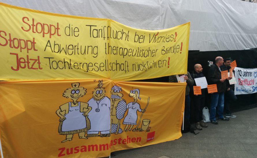 Kolleg*innen von CFM und Vivantes zeigen dem Berliner Senat ihre Unzufriedenheit