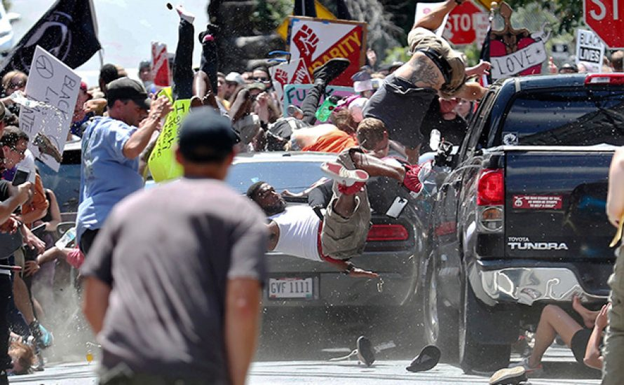 Charlottesville: Nazi rast in antifaschistische Demo und ermordet Aktivistin