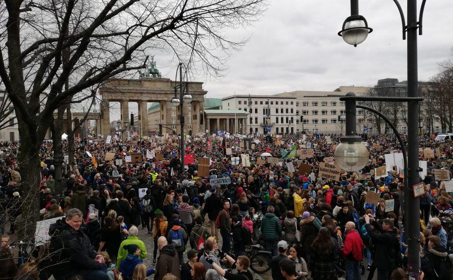 #FridaysForFuture: 25.000 junge Menschen in Berlin rufen erneut