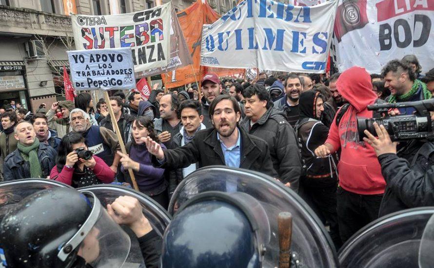 Demonstration der PepsiCo-Arbeiter*innen wird von Polizei angegriffen [Fotogalerie]