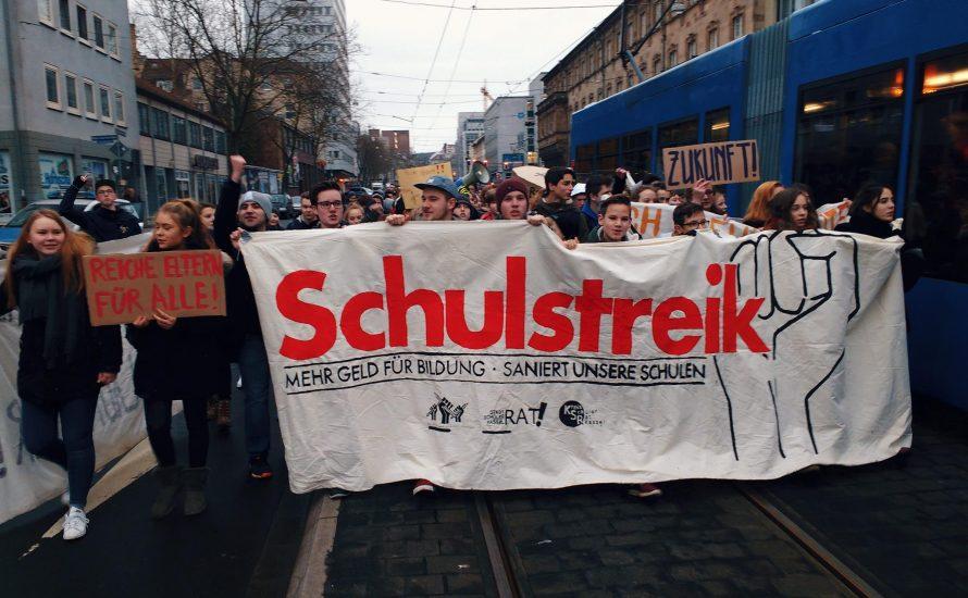 Kassel: Über 1.000 Schüler*innen streiken für bessere Bildung