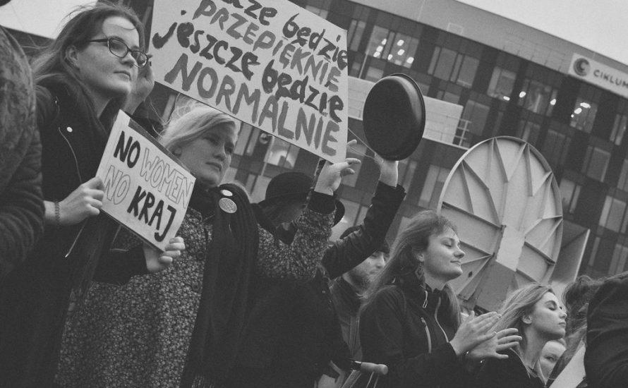 Verschärfung des Abtreibungsgesetzes, Verbot von Sexualkunde in Polen: Kampf um Frauenrechte mitten in Corona-Krise