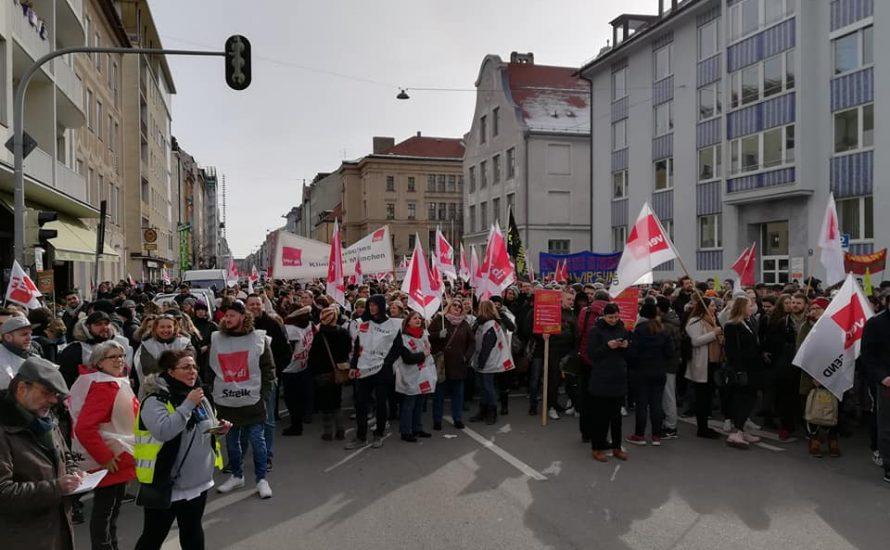 """""""Rückt die Kohle raus"""": 3.000 streiken heute in München, deutlich mehr als erwartet"""