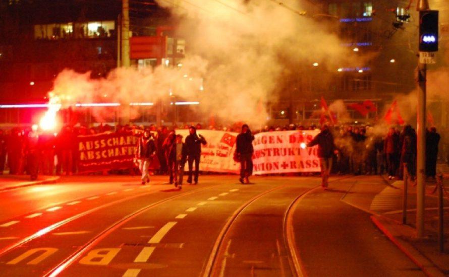 Schweiz: Demos gegen Ausschaffungsinitiative