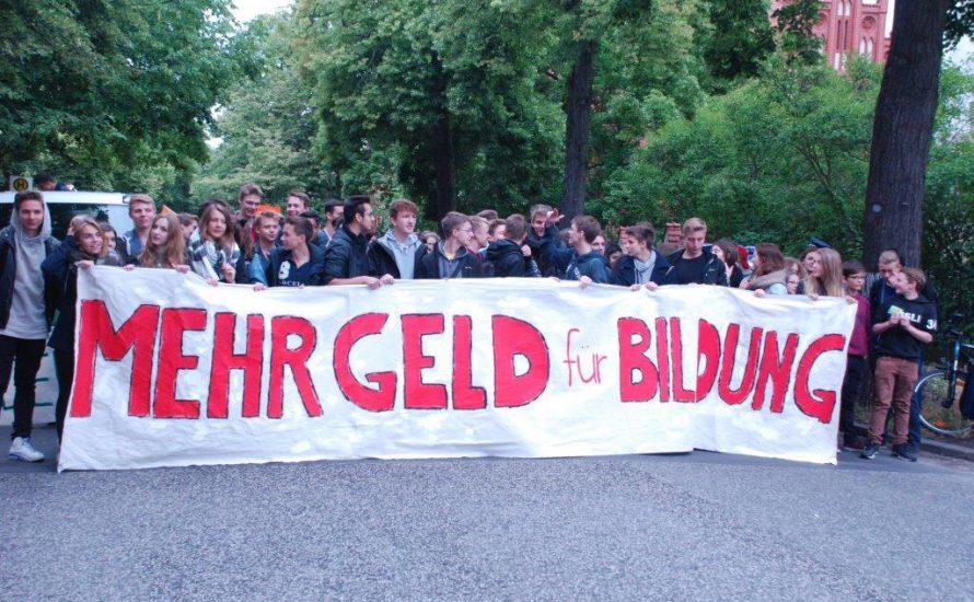"""""""Bildet Banden. Bildet euch!"""" Kritische Schule in Südwest-Berlin"""