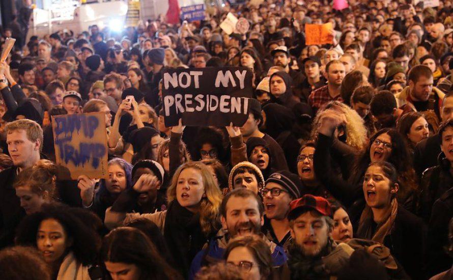 """Fuck Trump"" – Zehntausende protestieren gegen den neuen US-Präsidenten"