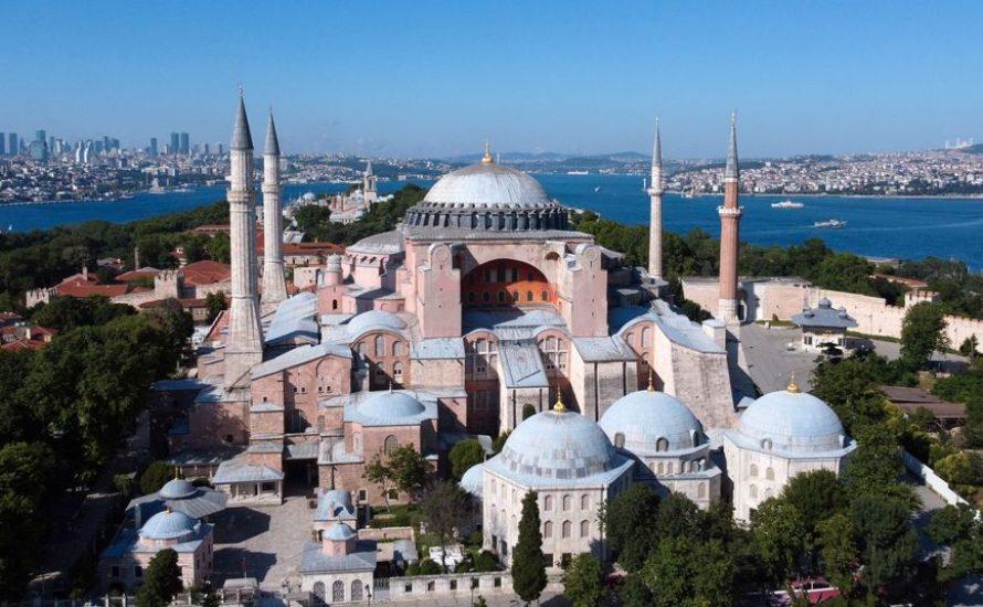 Verfall und Beton - Die Hagia Sofia als trauriger Brandlöscher