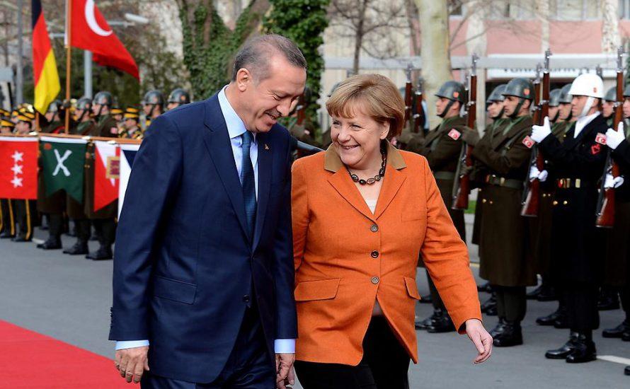 Streit mit Erdogan: Bricht Merkels Kartenhaus in sich ein?