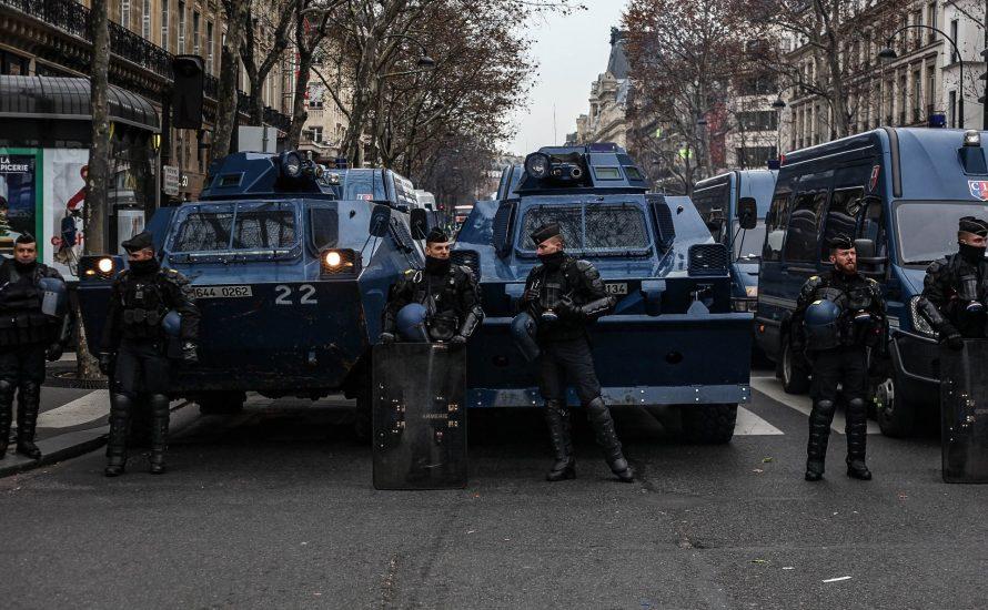 Frankreich: Gelbe Westen überall, trotz der Polizeibelagerung
