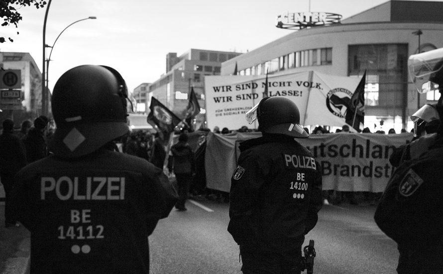 Polizei Stuttgart: Schutz für Rechte, Prügel für Sanitäter:innen