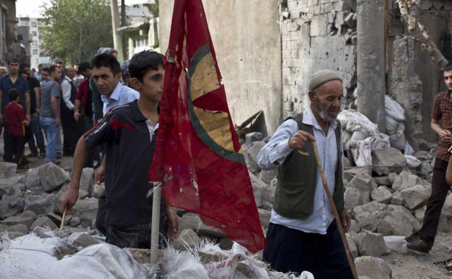 Trauer und Wut: Massaker in belagerter Stadt Cizîr
