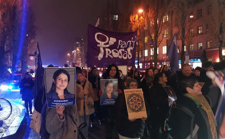 Brot und Rosen am Internationalen Tag gegen Gewalt an Frauen* auf der Straße
