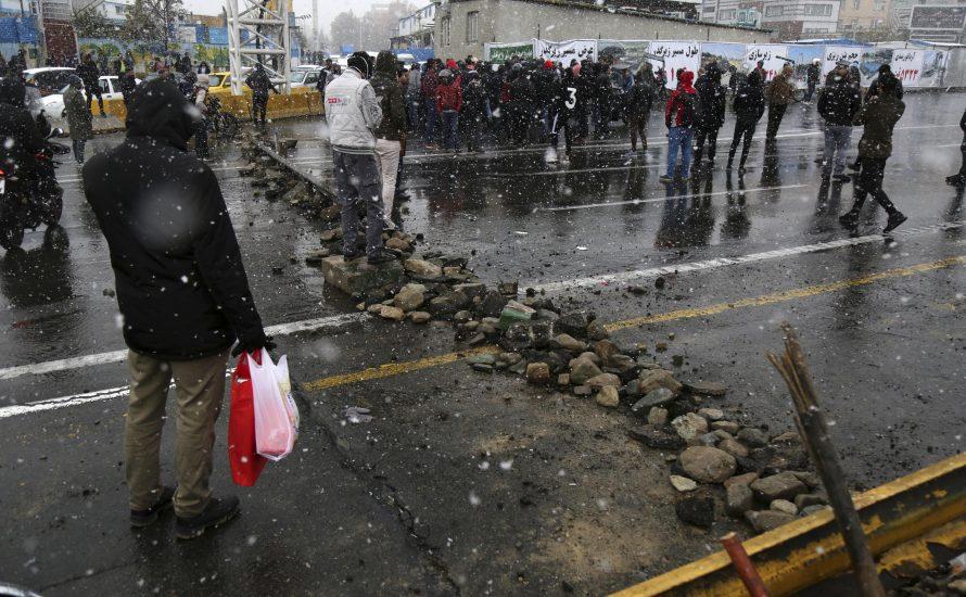 """Aufstand im Iran: """"Demonstrierenden wird direkt in den Kopf und ins Herz geschossen"""""""