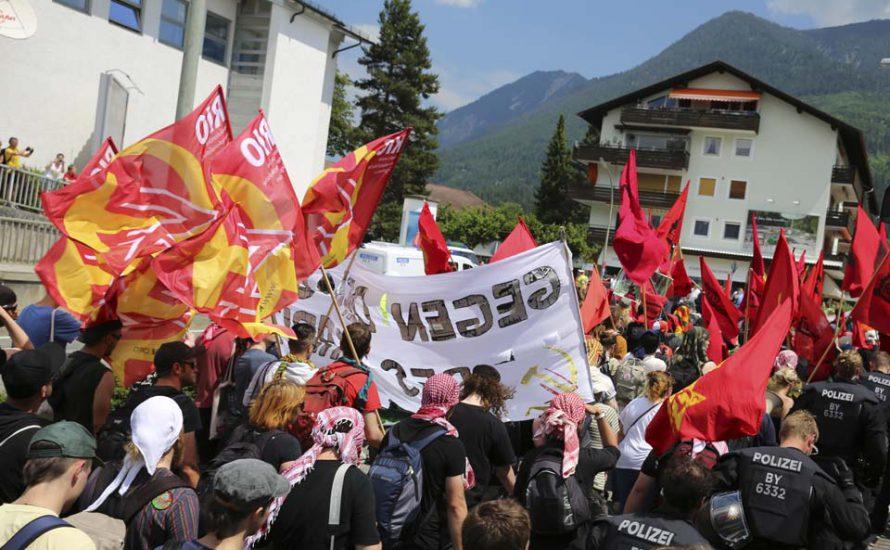 Tausende protestieren gegen die G7
