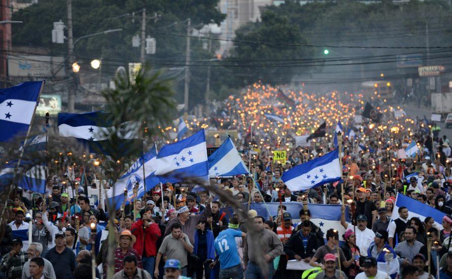 Honduras: Massenproteste lassen nach Wahlbetrug nicht ab