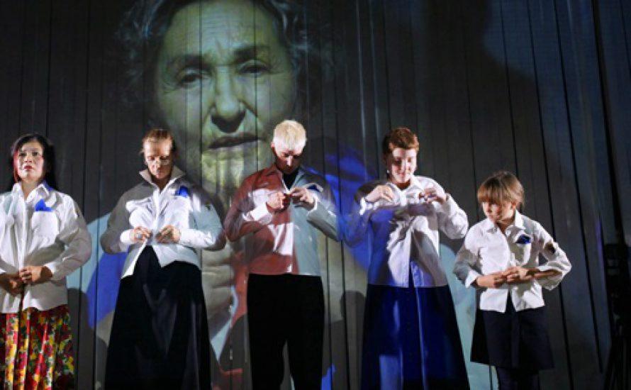 """99 Jahre nach der Oktoberrevolution: """"Atlas des Kommunismus"""" im Gorki Theater"""