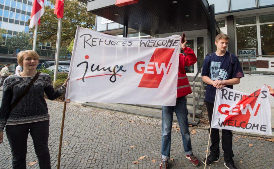 Interview: junge GEW protestiert gegen Räumung des DGB-Hauses