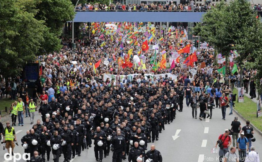100.000 Demonstrant*innen gegen 20 Verbrechner*innen
