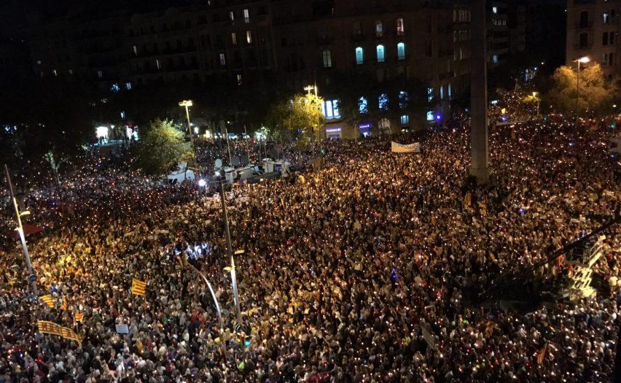 Katalonien: Hunderttausende gegen die Verhaftung von Anführern der Unabhängigkeitsbewegung