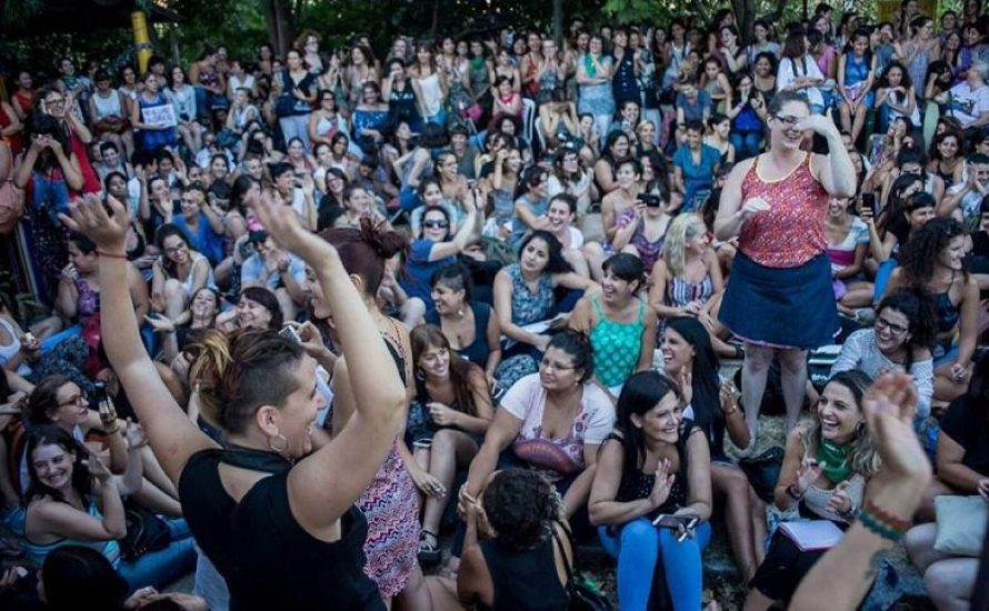 Versammlungen weltweit bereiten den internationalen Frauenstreik am 8. März vor