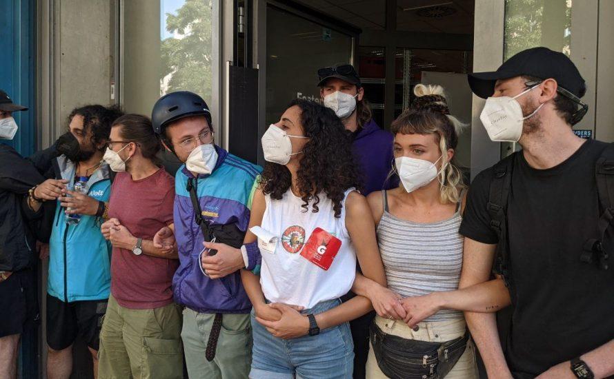 1000-Euro-Marke geknackt: Klasse Gegen Klasse sammelt für die Streikkasse des Gorillas Workers Collective