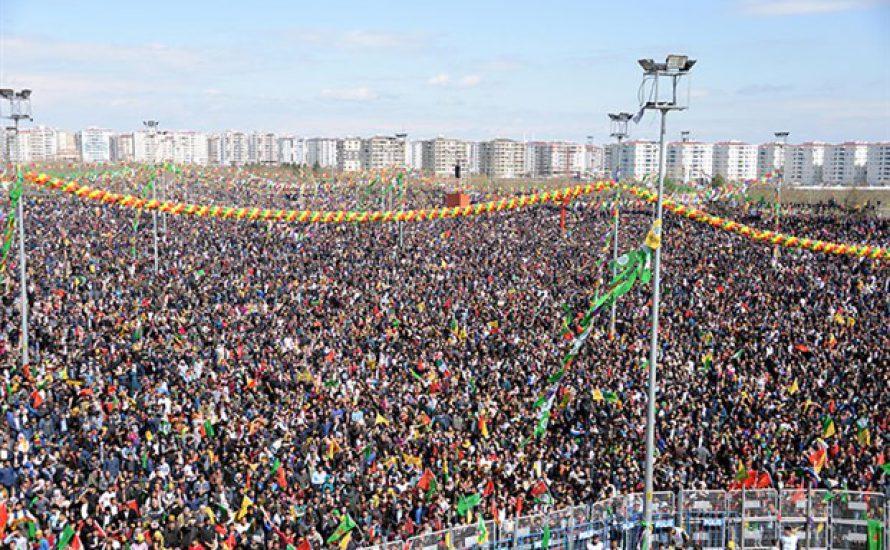Newroz Piroz be: Feste trotz Repression [mit Fotogalerie]