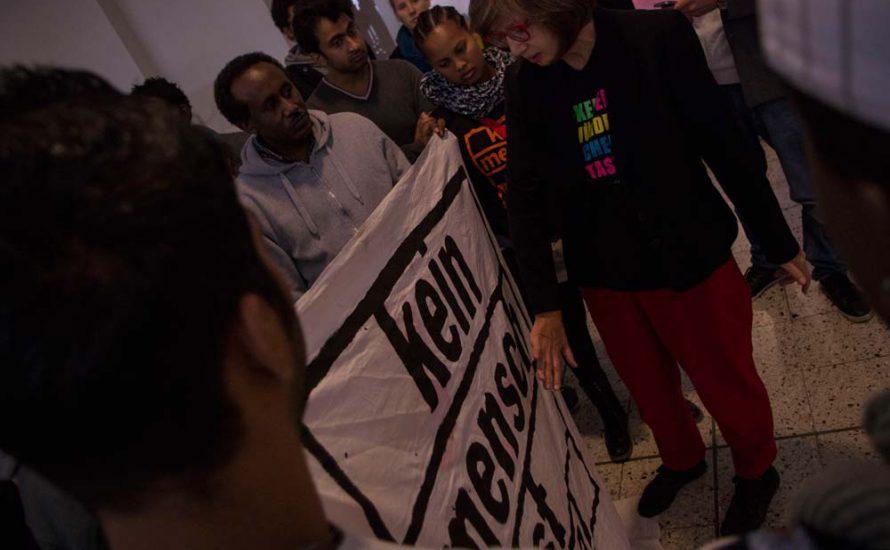 GewerkschafterInnen in Solidarität mit Geflüchteten im DGB-Haus