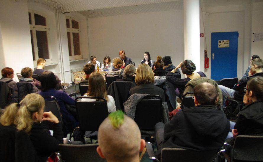 Fast 100 Menschen diskutieren in Berlin über die besetzte Fabrik Zanon