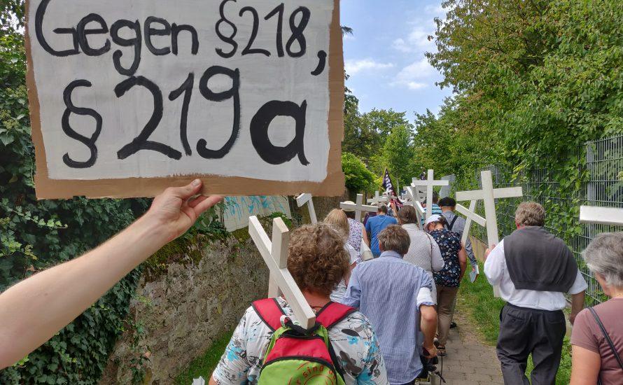 Staat und Kirche vereint: Anti-Abtreibungstag in bayerischen Schulen eingeführt