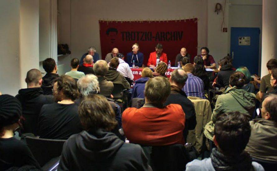 75 Menschen auf der Podiumsdiskussion über Trotzkis Faschismusanalyse